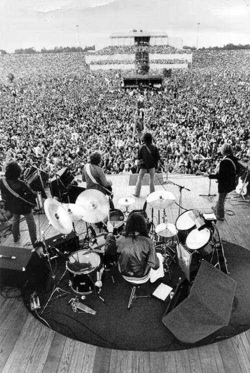 Damals sind wir zwei Stunden nach Nürnberg gefahren, um dieses Konzert vor  70.000 Zuschauern, u.a. mit Eric Clapton im Vorprogramm, zu sehen (davor  hatte er ...